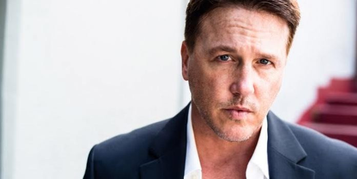 Meet Vancouver actor Lochlyn Munro.