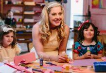 In Kindergarten Da Bin Ich Wieder, Audrey Ragnarson (Aubrey Arnason) is forced to go back to kindergarten to complete her education.