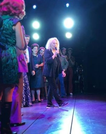 Carole King surprises the cast of Beautiful: The Carole King Musical during the curtain call during a performance in California. Photo: Facebook/Kaylee Harwood.
